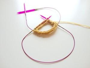 tejiendo con agujas circulares