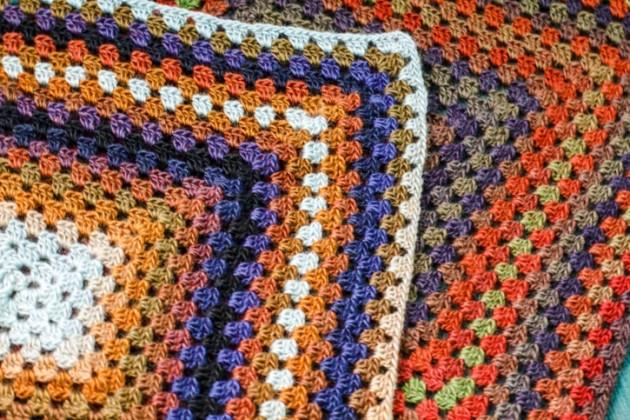 Cómo hacer un cuadrado de la abuelita a crochet - Simple Crochet