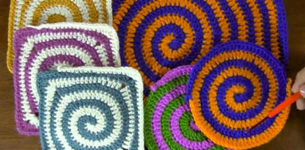 Cómo tejer un espiral de dos colores a crochet
