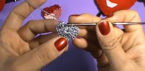 Collar de corazón a crochet