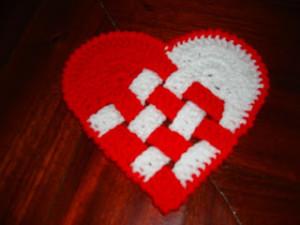 Corazones entrelazados a crochet