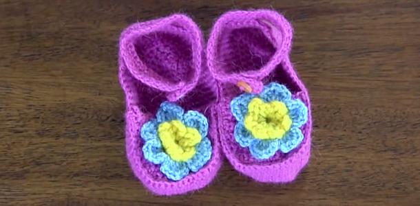 Cómo tejer zapatos con tiras de bebé
