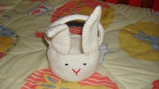 Canasta de conejo para pascua